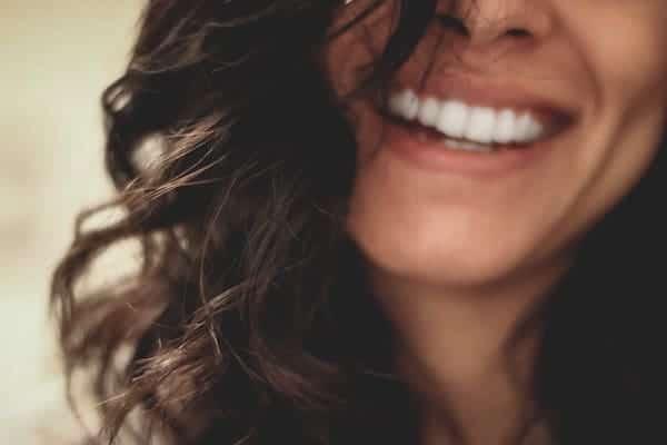 Comment enlever les poils du visage définitivement