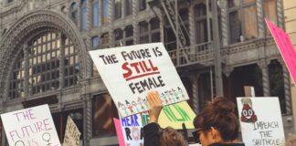Des manifestantes pour la journée de la femme en France