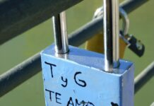 un message d'amour en espagnol sur un cadena